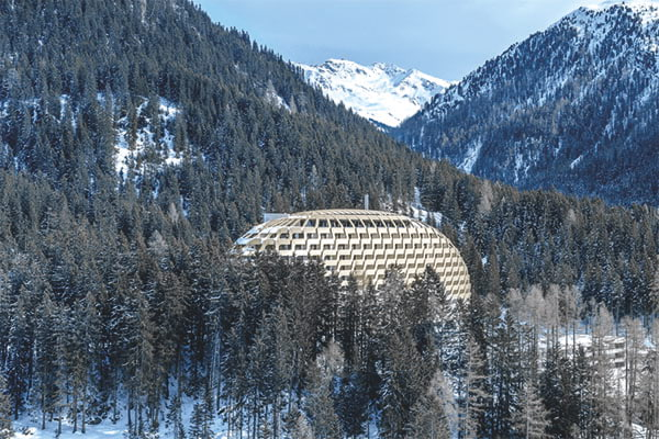 Gebaeudehuelle-des-Hotels-Intercontinental-Davos